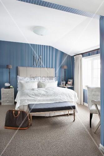 blue and white vintage bedroom Elegant, vintage-style bedroom with blue and white striped wallpaper – Bild kaufen – living4media