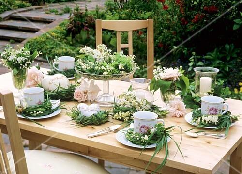 Sommerliche Tischdeko fr   Bilder kaufen  272816 StockFood