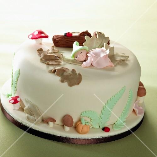 Torte mit Marzipanverzierung  Bilder kaufen  11143293 StockFood
