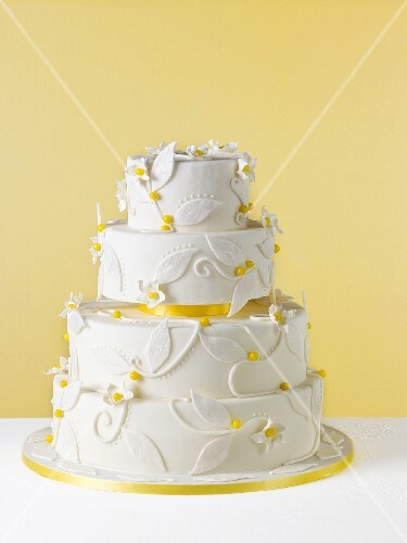 weie Hochzeitstorte Zitronentorte  Bilder kaufen