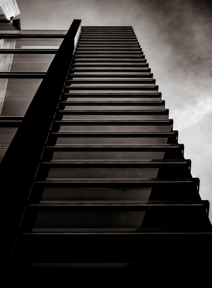Parallel lines in architecture (New york) - photo by Kevin Ahronson