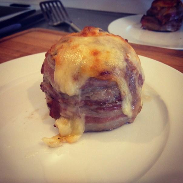 """Testade """"beer can burger"""" härom dagen. Underbart gott och väldigt enkelt att göra. Sök på Youtube för info! #bbq #weber"""