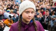 Greta Thunberg Superstar: Ein einzelnes Kind inspiriert - hier in Hamburg - Tausende Schüler zu Demonstrationen.