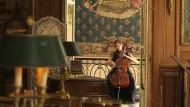 Allein mit der Musik: Camille Thomas spielt Cello in Pariser Museen