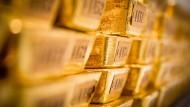 Goldbarren in einem Lager der Deutschen Bundesbank