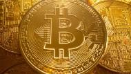 Schmuck ist nie wertlos geworden ist. Genau dies kann aber bei Bitcoin passieren.