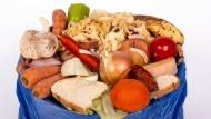 Viele Nahrungsmittel, die im Müll landen, sind noch gut oder hätten nicht schlecht werden müssen.