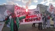 """""""Krankenhäuser im Endstadium"""": Eine Angestellte im Gesundheitswesen bei Protesten in Paris"""