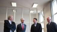 Heinrich Schulte (2. von links), ehemals Chef von Wölbern Invest, wartet 2015 auf das Urteil der Strafkammer.