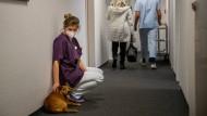 """Impftag in einem Pflegeheim: """"Es gibt so viele Gerüchte"""""""