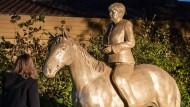 Die Reiterstatue steht in der Oberpfalz.