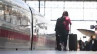 Wer sich mit dem Tarifsystem der Deutschen Bahn auskennt, kann einiges an Geld sparen.