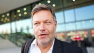Die vertrauensvolle Atmosphäre soll nicht über die Differenzen hinwegtäuschen, sagt Grünen Ko-Chef Robert Habeck über die laufenden Sondierungen.