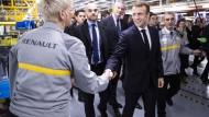 Frankreichs Präsident Emmanuel Macron besuchte im Jahr 2018 ein Werk Autoherstellers Renault in Maubeuge.