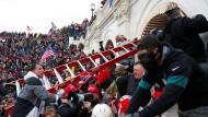 Sturm auf die Volksvertretung: Ein Mob vor dem Kapitol am 6.Januar 2021