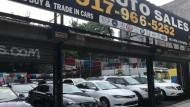 In den USA steigen die Preise bereits kräftig: Das Foto zeigt einen Autohandel in New York.