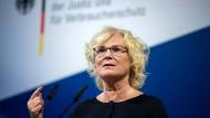 Christine Lambrecht (SPD), Bundesjustizministerin, im Juni in Berlin