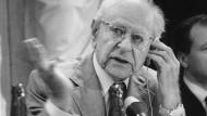 Helmut Schmidts Lieblingsphilosoph (nach Kant), in Wien 1983: Der Weltruhm von Karl Popper illustriert, dass die Wissenschaft in der Nachkriegszeit als Projekt des prinzipiellen Zweifels galt.