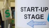 Auf der Suche nach Gründern: Bühne für Start-ups auf einer Konferenz in Berlin