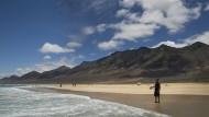 Auch für Urlauber auf der kanarischen Insel Fuerteventura droht sich der Urlaub unfreiwillig zu verlängern.