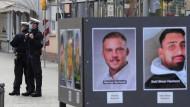 Polizisten am Freitag, dem ersten Jahrestag des rassistischen Anschlags, in Hanau