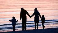 Das Kind des Partner adoptieren geht jetzt auch ohne Trauschein. (Symbolbild)