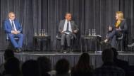 Streitfreudig: Thomas Haldenwang,Michel Friedman und Eva Kühne-Hörmann im Jüdischen Gemeindezentrum