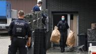 Einsatz in Essen: Ermittler der Polizei beim Einsatz gegen das Organisierte Verbrechen.
