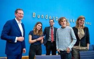 Gemeinsame Bundespressekonferenz (von links): Arzt Eckhart von Hirschhausen, Aktivistin Luisa Neubauer, Klimaforscher Volker Quaschning, Aktivist Jakob Blasel und Wissenschaftlerin Maja Göpel.
