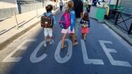Französische Kinder auf dem Weg zur Schule (Symbolbild)