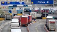 Am Hafen in Dover könnte es im Falle eines harten Brexits zu langen Staus kommen.