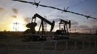 Mittlerweile werden alle möglichen Anlagen benutzt, um überschüssiges Öl zu lagern.