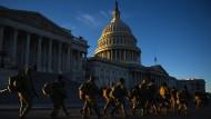 Mitglieder der amerikanischen Nationalgarde vor dem Kapitol in Washington