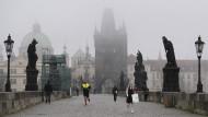 Tschechien: Junge überlebt Sturz aus 19. Stock