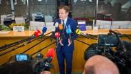 Pieter Omtzig bei einer Pressekonferenz im März 2021 in Den Haag