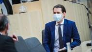 Nicht ohne seinen Mundschutz: Sebastian Kurz (ÖVP) während einer Nationalratssitzung