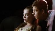 """Fiennes Tiffin als Hardin und Josephine Langford als Tessa in """"After Passion"""""""