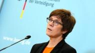 Verteidigungsministerin Annegret Kramp-Karrenbauer bei einer Pressekonferenz in Berlin am 28. August