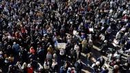 Am Sonntag gingen zehntausende Franzosen in Paris und weiteren Städten auf die Straße, um für Meinungsfreiheit zu demonstrieren und ihre Solidarität auszudrücken.