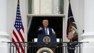 Präsident Donald Trump am 10. Oktober auf dem Balkon des Weißen Hauses
