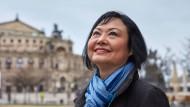 Phan Thi Kim Phúc vor der Dresdner Semperoper, wo sie am Montag den Internationalen Friedenspreis entgegen nimmt.
