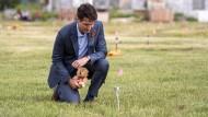 Kanadas Premierminister Justin Trudeau gedenkt Anfang Juli der Opfer an einem Fundort in der Provinz Saskatchewan.