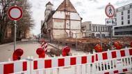 Der Notarzteinsatz der Denkmalschützer kam wohl zu spät: Die Abrissarbeiten an der Sanitätskolonne von Hermann Hussong in Kaiserslautern gehen weiter.