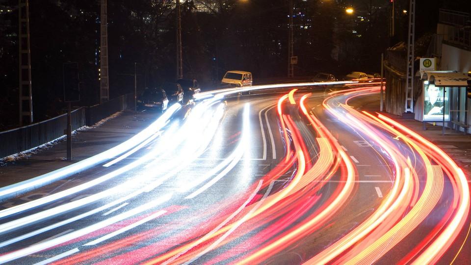 Der Kohlendioxid-Ausstoß von Neuwagen soll nach dem Willen der EU-Staaten von 2020 bis 2030 um 35 Prozent sinken.