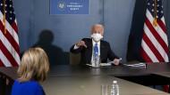 Der künftige amerikanische Präsident Joe Biden im Gespräch mit Nancy Pelosi