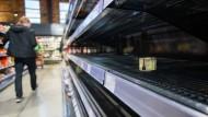 Leere Supermarktregale: Diese Szene aus dem März könnte sich bald wiederholen.