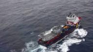 Frankreich mobilisiert Schiffe und Einsatzkräfte, um eine Ölkatastrophe an der Atlantikküste zu verhindern.
