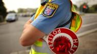 Kontrolle: Die Polizei auf der Jagd nach Temposünder. In Butzbach fuhr ein 83-jähriger Autofahrer jedoch zu langsam auf der Straße.