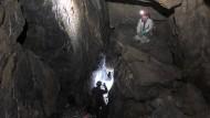 Forscher untersuchen das mehrere Millionen Jahre alte Höhlensystem.