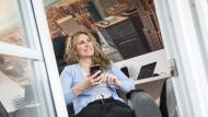 Das eigene Arbeitszimmer im eigenen Heim – wer das möchte, muss die Anschaffung gut planen und seine Kosten clever absetzen.